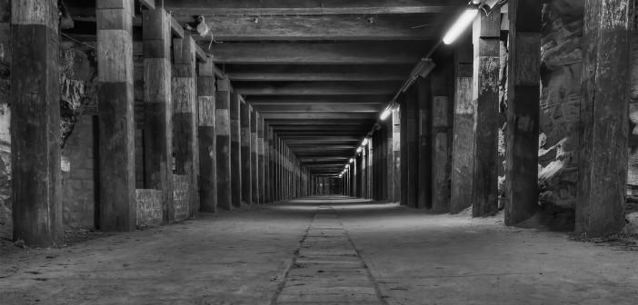 dog-leg-tunnel-bwx.jpg