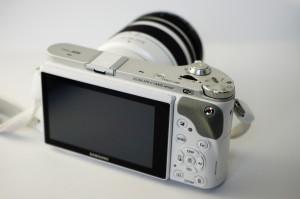 Samsung mirrorless camera display