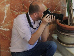 how to hold your camera- squatting